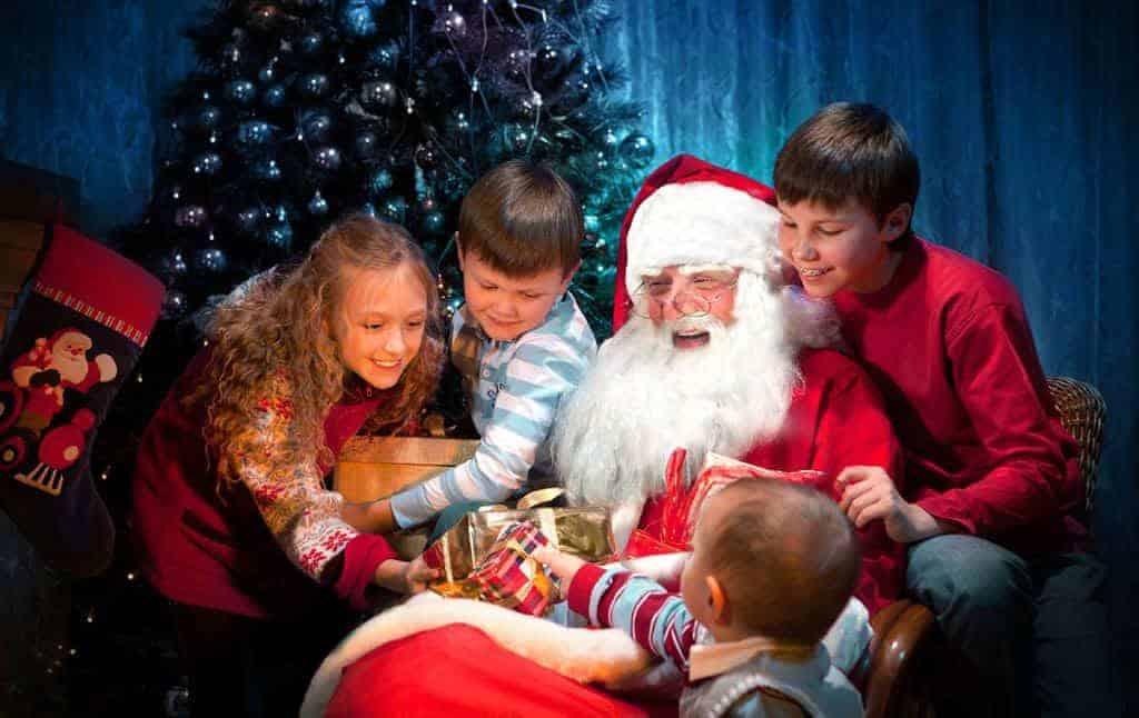 santa-with-kids